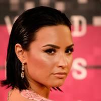 """Demi Lovato arrasando com """"Confident""""? Cantora conquista certificado de ouro pelo sucesso do hit!"""