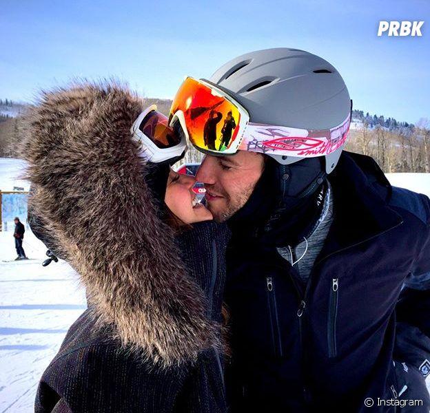 Nina Dobrev beija o namorado Austin Stowell em foto no Instagram