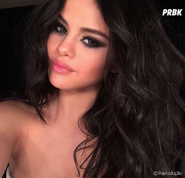 Selena Gomez posa só de biquini no Instagram
