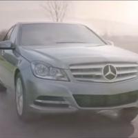Filme da Mercedes-Benz gera polêmica ao sugerir morte de menino Hitler!