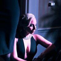 """Lady Gaga diz que """"American Horror Story"""" é uma das inspirações para novo álbum: """"Afetou minha voz"""""""