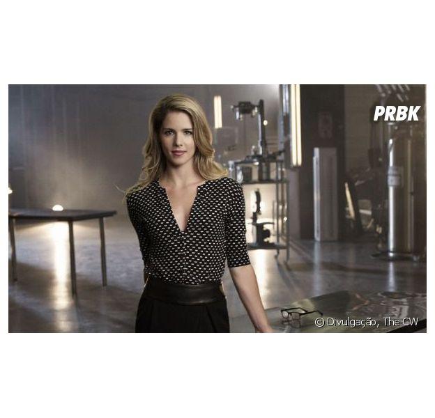 """Em """"Arrow"""", Felicity (Emily Bett Rickards) pode ter ligação com vilão Calculator!"""