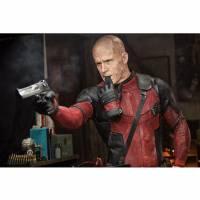 """De """"Deadpool"""": novos vídeo e foto mostram o rosto do personagem todo cheio de cicatrizes"""