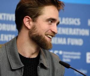 O que falar da barba de Robert Pattinson?
