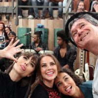 """Ao lado de Maria Casadevall no """"Altas Horas"""", Paolla Oliveira revela que prefere """"levar tapas"""""""