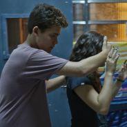 """Novela """"Malhação"""": Julia (Lívian Aragão) recebe surpresa de Artur e se derrete!"""