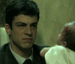 """Félix (Mateus Solano) jogou Paulinha em uma caçamba quando ela era apenas uma bebezinha em """"Amor à Vida"""""""