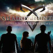"""Série """"Shadowhunters"""" ganha 2ª temporada e elenco comemora renovação ao vivo no Facebook!"""