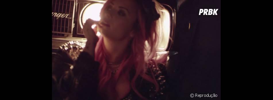 "Demi Lovato baniu drogas dos bastidores da""The Neon Lights Tour"""