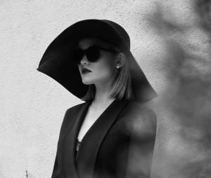 """Lucy Hale, a Aria de """"Pretty Little Liars"""", aparece em ensaio provocante para a ELLE"""