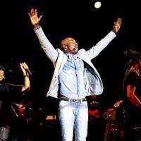 """Thiaguinho se prepara para primeiro show em Angola: """"Vai ser um dia inesquecível"""""""