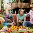 """Miley Cyrus relembrou a participação de Dolly Parton em """"Hannah Montana"""": """"Cada pessoa que colaborou com a série, até as participações especiais (e tiveram umas bem mágicas, como a Dolly Parton)"""""""