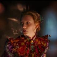 """De """"Alice Através do Espelho"""": novo trailer mostra a protagonista de volta ao País das Maravilhas!"""
