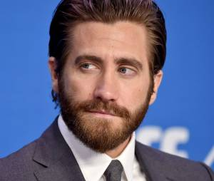 """Após socar um espelho durante as gravações de """"O Abutre"""", Jake Gyllenhaal machucou a mão e até teve que levar pontos"""