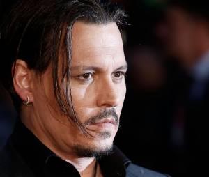 """Johnny Depp teve que atrasar as filmagens de """"Piratas do Caribe 5"""" após sofrer um acidente no set de filmagens"""