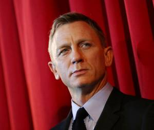 """Daniel Craig chegou a ser operado após lesionar o joelho enquanto rodava uma cena de ação para """"007 - Spectre"""""""