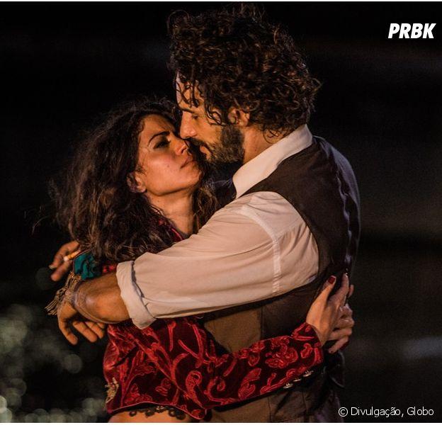 """Em """"Velho Chico"""", Afrânio (Rodrigo Santoro) e Iolanda (Carol Castro) voltam a namorar, mas brigam por causa de Tereza (Julia Dalavia)"""