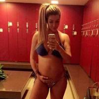"""Aline Gotschalg, ex-""""BBB15"""", grávida: curta as melhores fotos da mãe de Lucca e sua barriguinha!"""