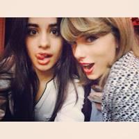 """Do Fifth Harmony, Camila Cabello ensina """"Work From Home"""" para modelo e é filmada por Taylor Swift"""