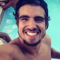 Caio Castro dispensa par romântico com Isis Valverde para ser apresentador de TV