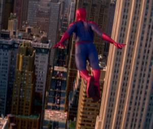 """Homem-Aranha (Andrew Garfield) precisa salvar Nova York em """"O Espetacular Homem-Aranha 2"""""""