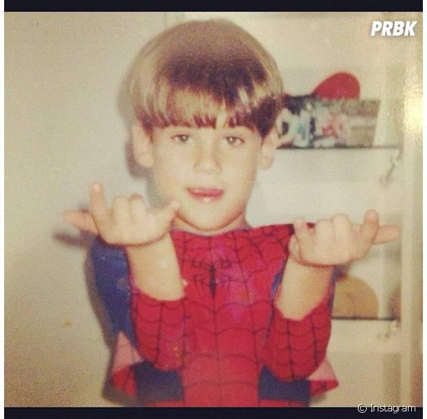 Nicolas Prattes sendo o Homem-Aranha!