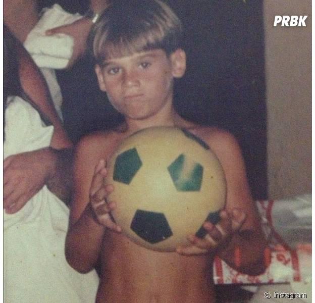 Nicolas Prattes jogando futebol?