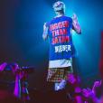 """Justin Bieber causou ao surgir com uma das camisas da """"Purpose Tour"""" com uma frase polêmica"""