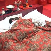 """Amor no """"BBB14"""": Marcelo e Angela curtem noite juntos no quarto do líder!"""