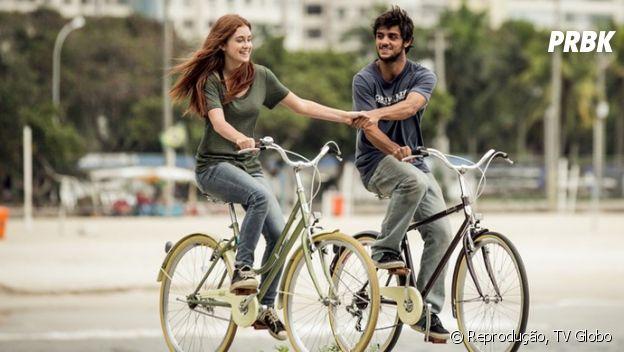 """Em """"Totalmente Demais"""",Jonatas (Felipe Simas) e Eliza (Marina Ruy Barbosa) se apaixonaram desde o início"""
