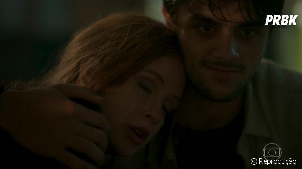 """Mesmo longe de Eliza (Marina Ruy Barbosa) em """"Totalmente Demais"""", Jonatas (Felipe Simas) nunca escondeu a saudade de sua ruivinha"""