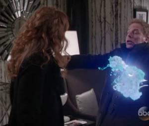 "Em ""Once Upon A Time"", Zelena (Rebecca Mader)matou Hades(Greg Germann) com ocristal olímpico!"