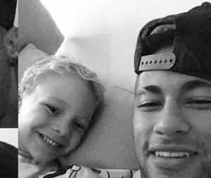 A fofura de Neymar Jr. e Davi Lucca impressiona