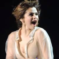 """Selena Gomez chora ao receber homenagem dos fãs na """"Revival Tour""""!"""