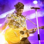 """Luan Santana comemora nova fase da carreira e fala sobre a turnê """"A Caixa"""" em vídeo emocionante"""