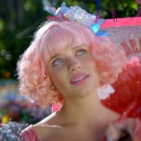 Bruna Linzmeyer tinge o cabelo de rosa! Relembre personagens com fios coloridos