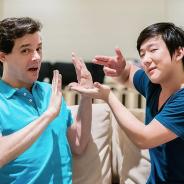 Pyong Lee hipnotiza Celso Portiolli com direito a torta na cara imaginária e vídeo viraliza!