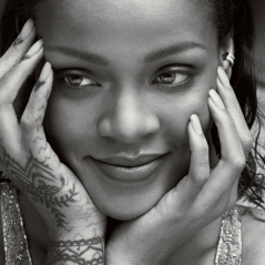 Rihanna distribui pizzas, autógrafos e toalhas para fãs que aguardavam seu show debaixo de chuva!