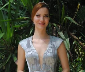 """Silvia (Nathalia Dill) fica deslumbrante para viver casamento no final de """"Joia Rara"""""""