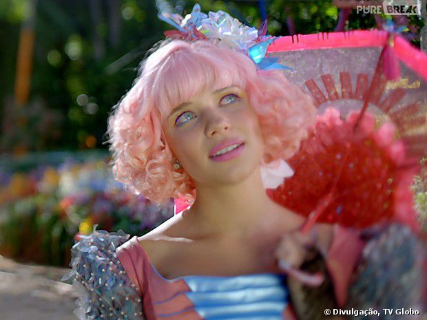 """Bruna Linzmeyer é a protagonista de cabelos cor de rosa de """"Meu Pedacinho de Chão""""!"""