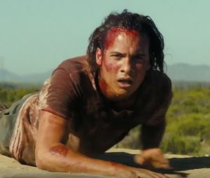 "Em ""Fear The Walking Dead"", Nick, zumbis atacando e mais no novo trailer!"