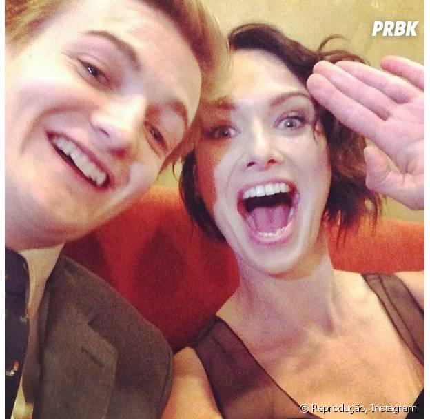 """Joffrey Baratheon (Jack Gleeson) finge que é bonzinho e tira uma selfie descontraída ao lado da mãe, Cersei Lannister (Lena Headey), nas férias de """"Game of Thrones""""!"""