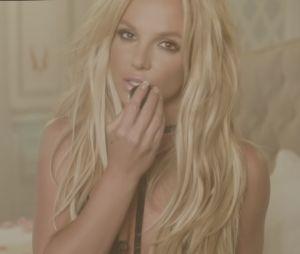 "Cai na web ""Clumsy"", single promocional do novo álbum de Britney Spears!"