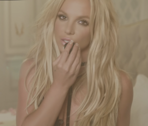 "Cai na web ""Clumsy"", single promocional do novo álbum de Britney Spears!"