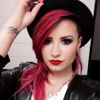 Demi Lovato lança versão especial de CD para os fãs brasileiros