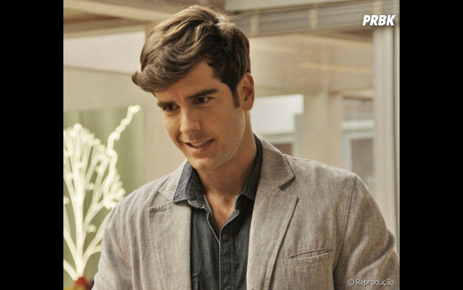 """Novela """"Haja Coração"""": Felipe (Marcos Pitombo) e Shirlei (Sabrina Petraglia) ainda nem desconfiam, mas pai da moça é seu padrastro"""