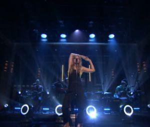 """Tove Lo faz performance da música """"Cool Girl"""" em programa de TV"""