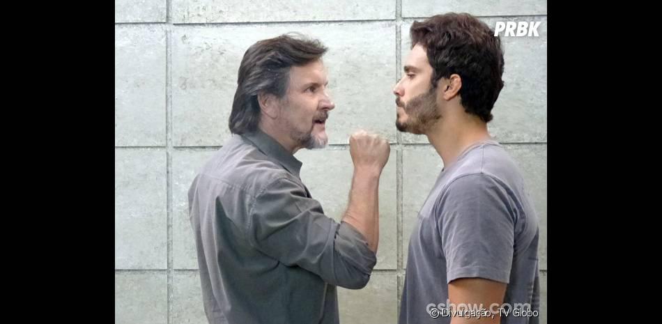 """Em """"Além do Horizonte"""", LC (Antônio Calloni) quer colocar William (Thiago Rodrigues) na máquina da felicidade com a nova fórmula"""