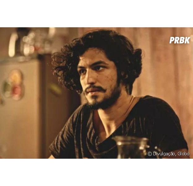 """Em """"Velho Chico"""", Miguel (Gabriel Leone) salva Encarnação (Selma Egrei) de afogamento"""