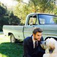 Liam Hemsworth sabe muito bem como tratar os seus bichinhos